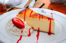 tarta de queso con fresa y crema